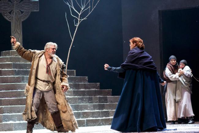 Darrell D'Silva, as Siward and Siobhan Redmond as Gruach, (Lady Macbeth).