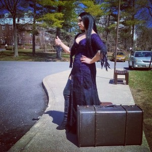 Morticia prepares to leave home after being unable to cope with Gomez' secrets!