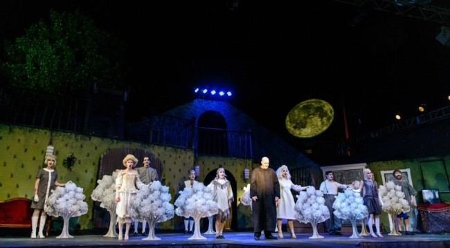 Eric Meadows (center) as Uncle Fester and the Addams Ancestors