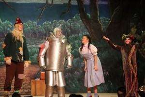 (L to R) Jamie Austin Jacobs as Scarecrow, Michael Quinn as Tinman, Lucy Bobbin as Dorothy, and laura May as Twisted Tree in The Wizard of Oz