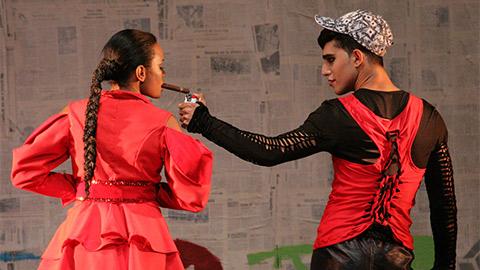 Teatro El Público: Antigonón, un contingente épico