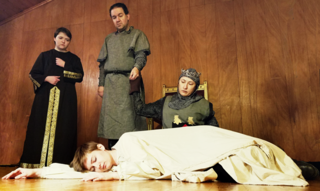 Sarah Pfanz (center floor) as Richard II, with John Wallis (left) as Duke of Aumerle, Peter Orvetti (center) as Earl of Northumberland, and Jaki Demarest (right) as Henry Bolingbroke, Earl of Hereford