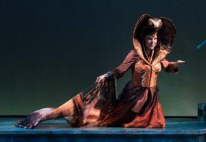 Kaa performs her hypnotizing snake dance. (Nora Achrati)